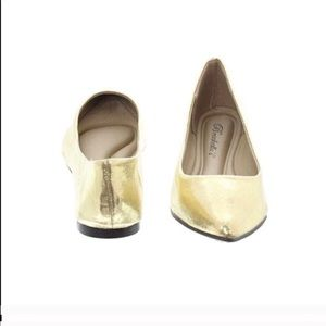 Shoes - Pointed toe flats metallic gold